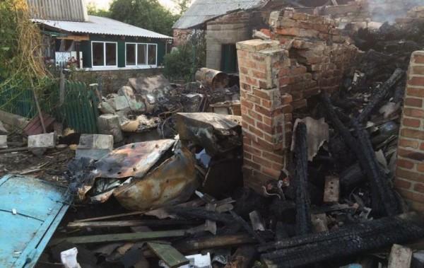 Очевидцы сообщают о новых разрушениях домов и инфраструктуры в Донецке в результате вечернего обстрела
