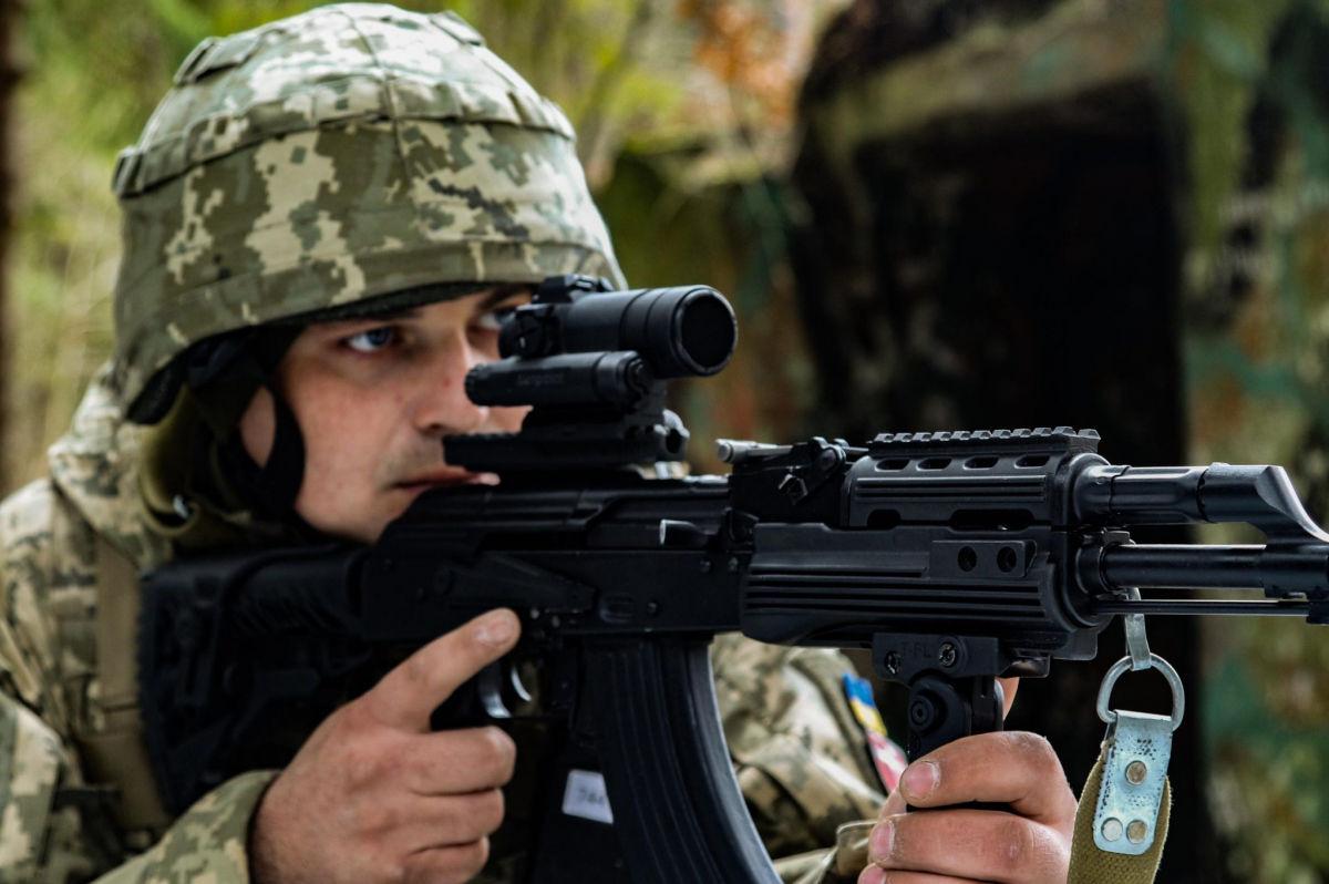 Под Львовом бойцы ВСУ отрабатывали ликвидацию террористов – кадры впечатлили Сеть