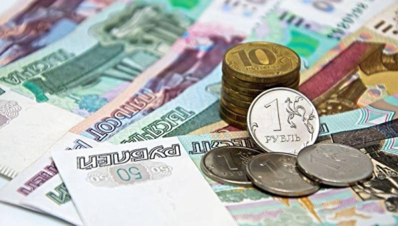 Уже выше 70: российский рубль упадет на самое дно - названы сроки