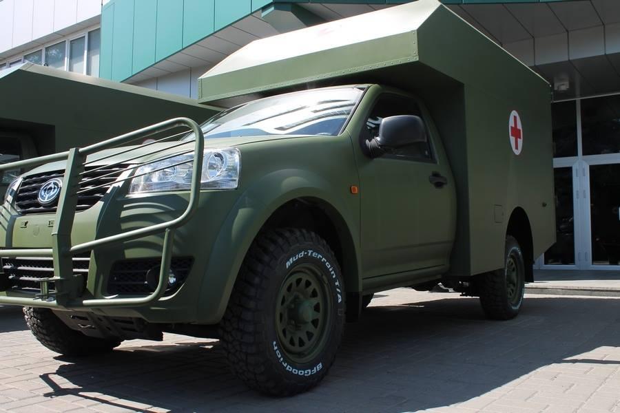 Медицинская помощь раненым бойцам будет оказываться быстрее: военные получили новые суперсовременные санитарные машины