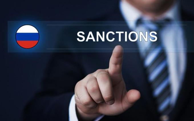 """""""Есть шанс превратиться в аналог Северной Кореи"""", - политолог Сеньшин о новых санкциях как приговоре для экономики России"""