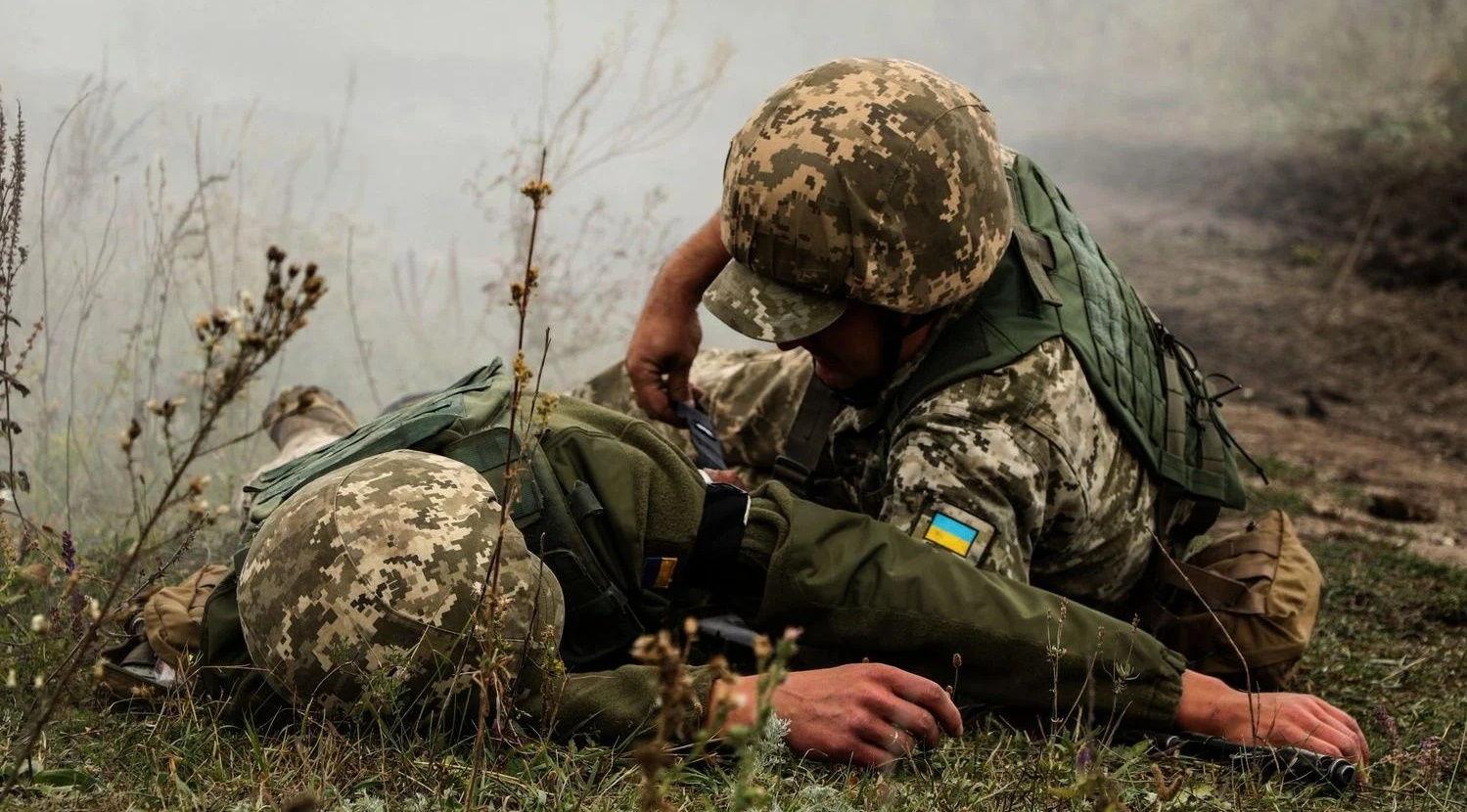 Гибридная армия РФ вновь обстреляла позиции ВСУ на Донбассе: один украинский защитник ранен