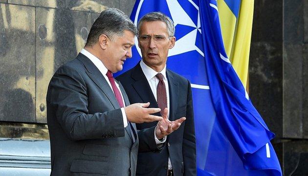 Порошенко обсудил три важные темы с генсеком НАТО Столтенбергом - подробности