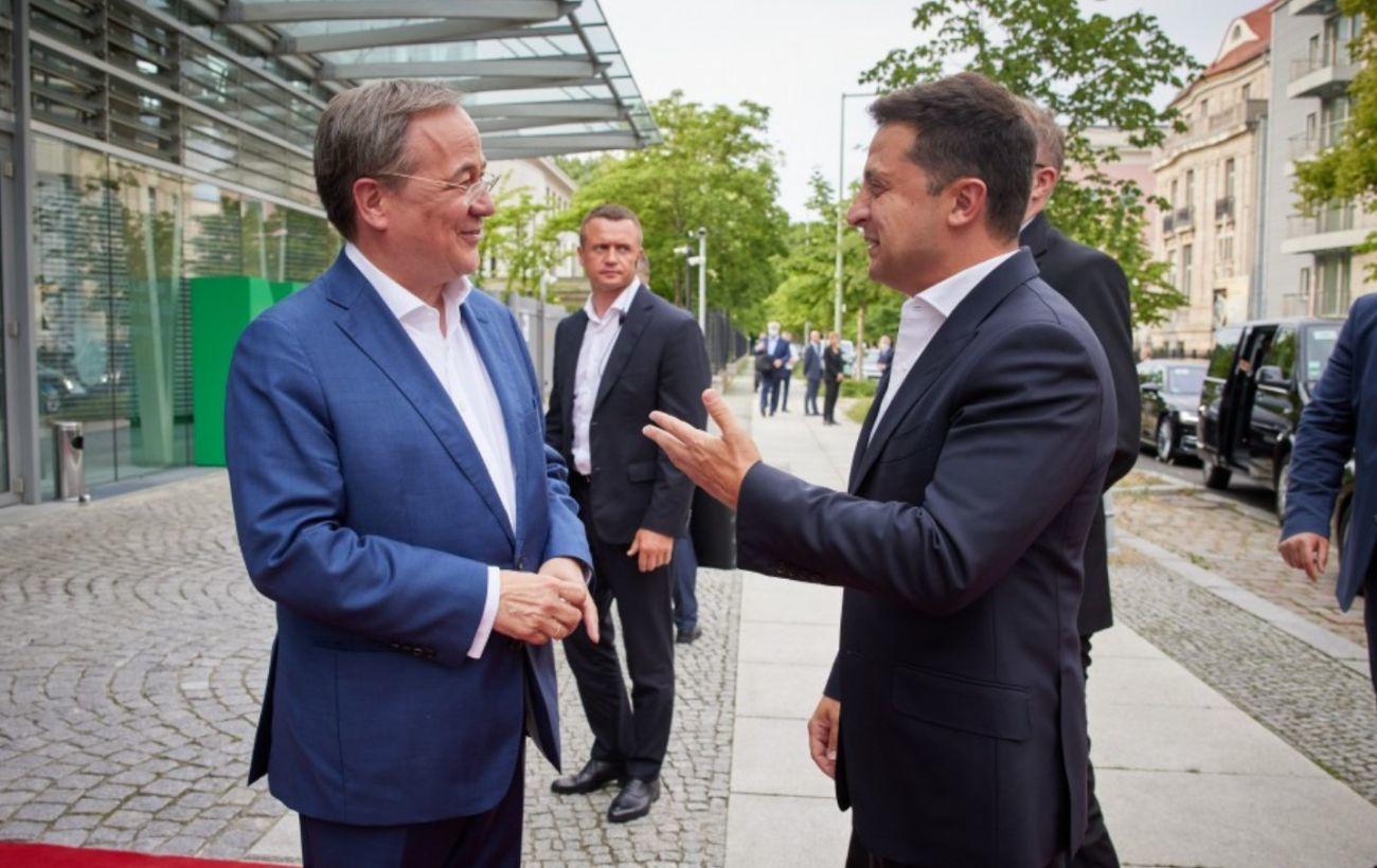 Зеленский провел переговоры с преемником Меркель Армином Лашетом, напомнив о вступлении страны в ЕС и НАТО