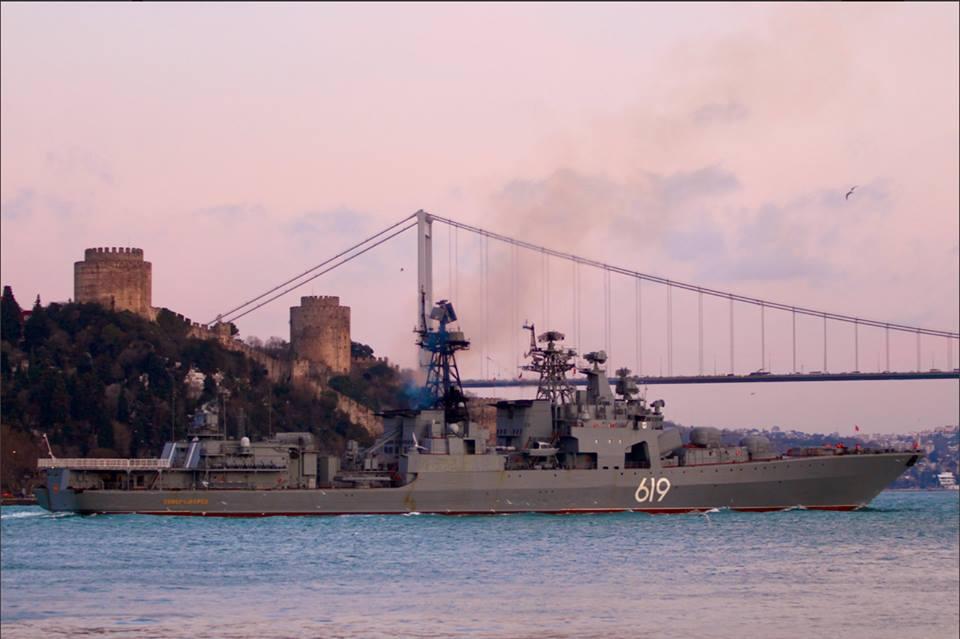 Впервые за время оккупации Крыма: В Черное море зашел основной ракетный эсминец Путина - кадры
