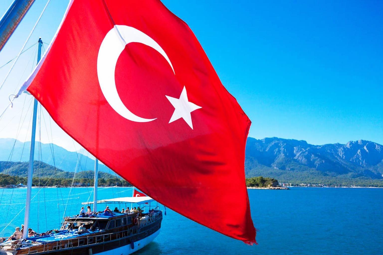 Турция отменила тотальный локдаун: ряд ограничений продлили на 15 дней