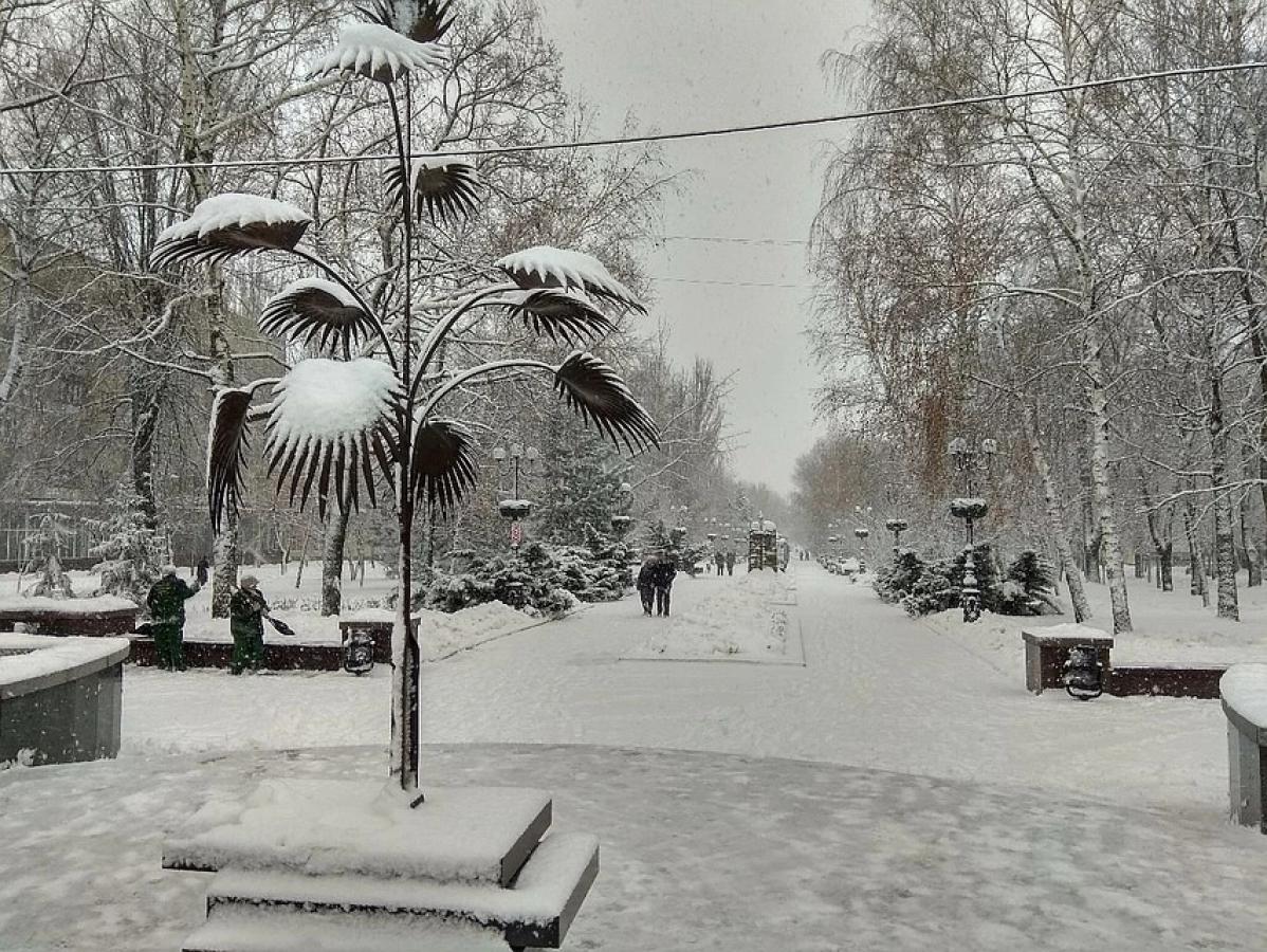 Снегопад в Донецке: город в осаде, коммунальщиков на улицах нет, денег на чистку улиц тоже