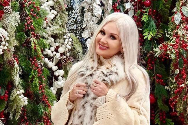"""Катерина Бужинская в национальном наряде исполнила """"Щедрик"""" на Старый Новый год"""