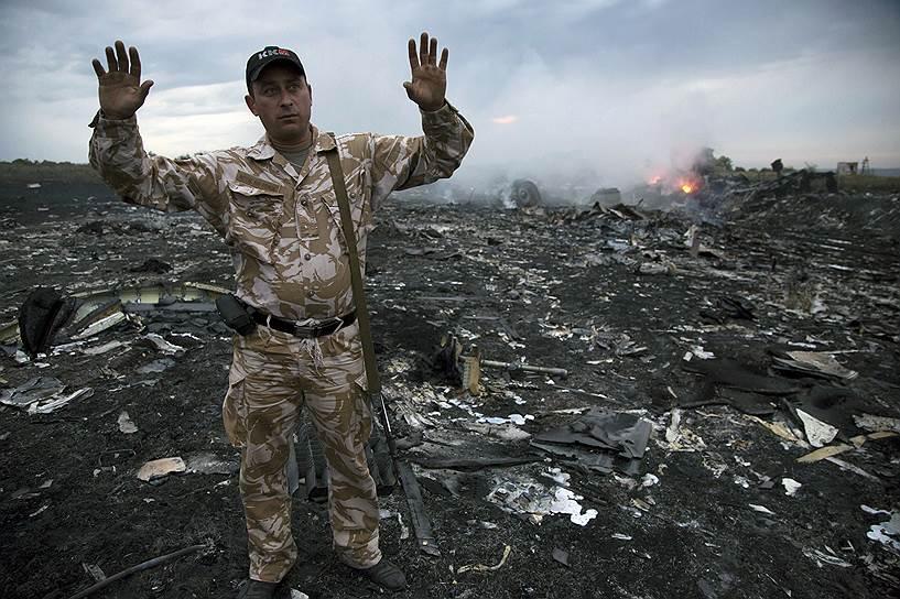 """""""Ополченцы"""" сбили в небе над Торезом еще один самолет ВСУ: кремлевская пропаганда прокололась и рассказала, кто же на самом деле сбил """"Боинг 777"""", – кадры"""