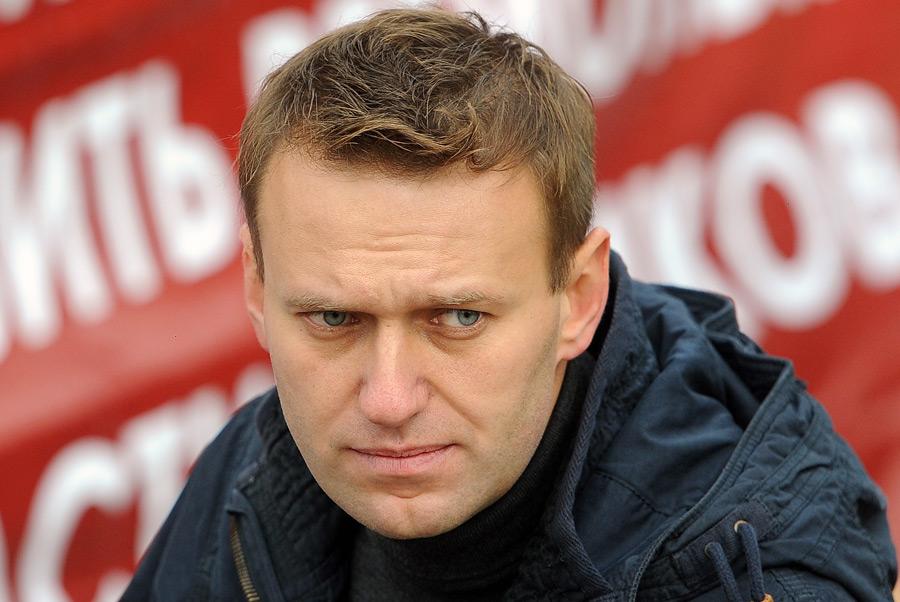 Дебаты с преступником и убийцей: Навальный согласился на публичный разговор с террористом Стрелковым - пользователи соцсетей в ярости