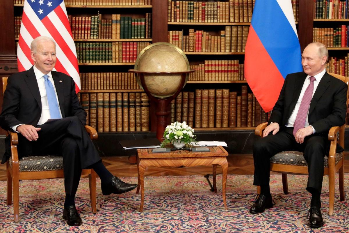 """""""Расширенные"""" переговоры Байдена и Путина не продержались и часа: президент США спешно покинул Ла Гранж"""