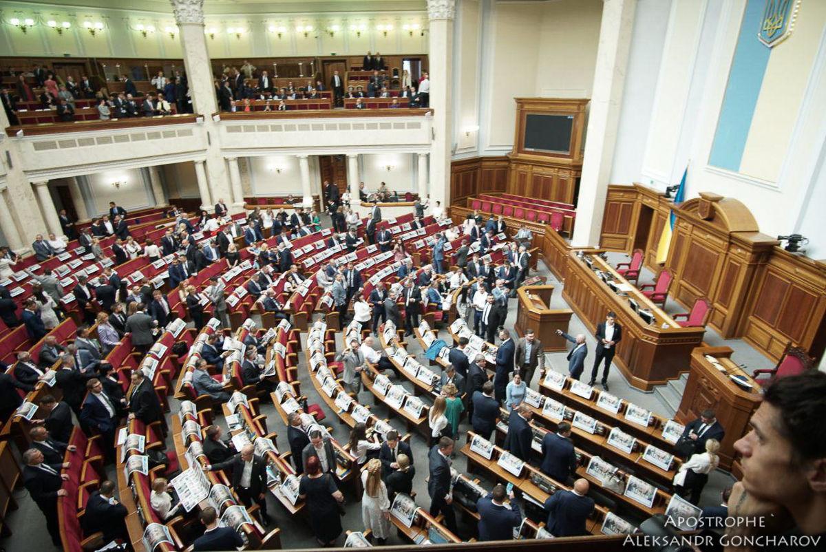 """""""Слуг народа"""" могут исключить из фракции, если не поддержат закон Зеленского, – СМИ"""