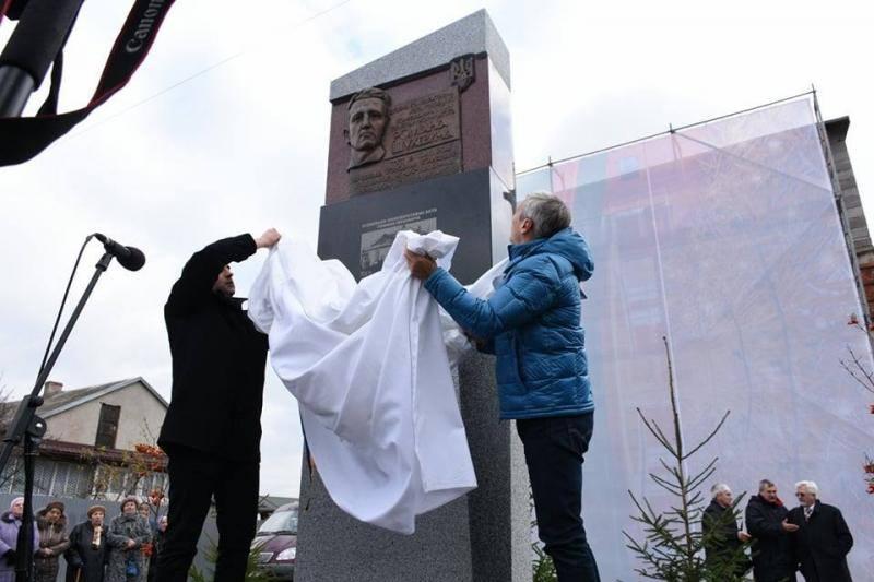 В Украине открыли еще один памятник командиру УПА: украинцы во Львове увековечили легендарного Романа Шухевича