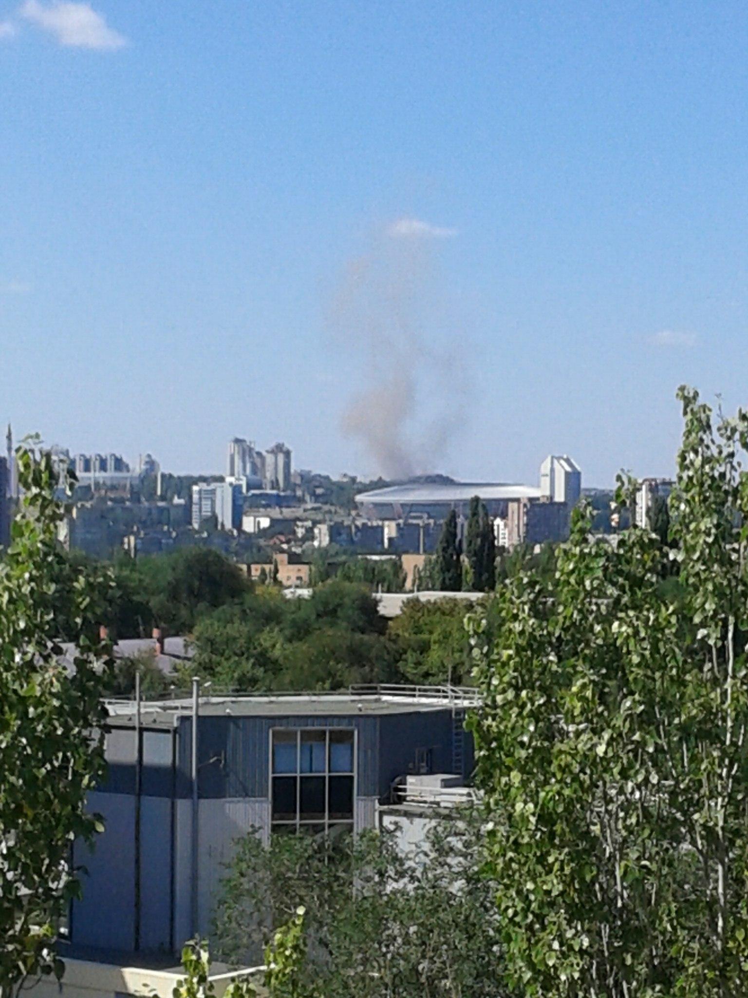 В Киевском районе горожане видят густой дым