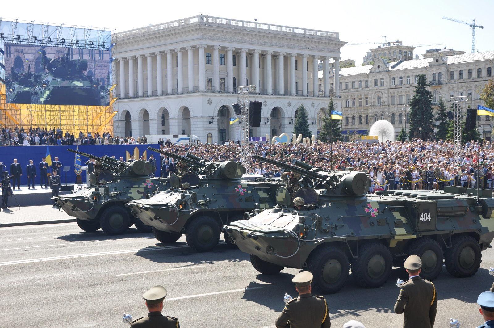 Впервые выстрелят желто-синими ракетами: что еще нового будет на грядущем военном параде