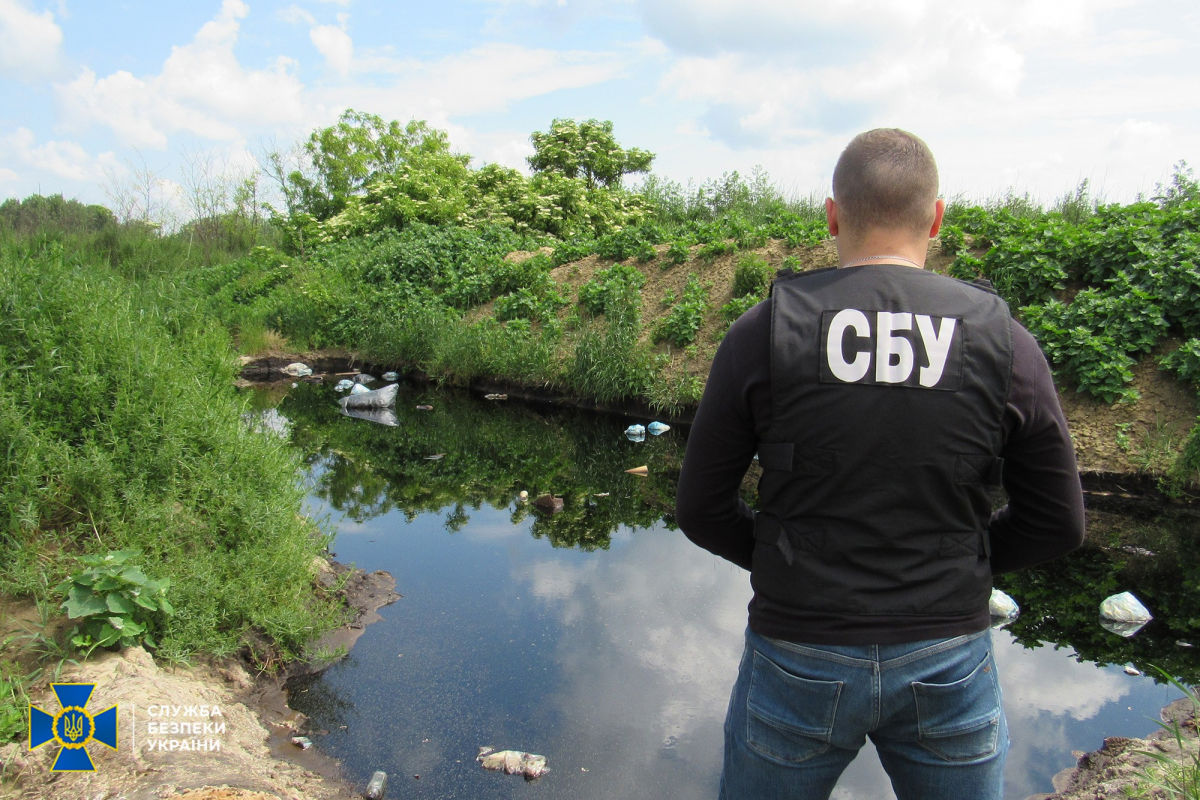 СБУ нашла кладбище токсичных отходов - партнеры РФ закопали 500 тонн токсинов под Винницей