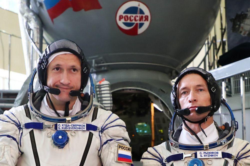 Путин поднял зарплаты космонавтам РФ на $450 после массовых жалоб: выплаты сравнили с теми, что в NASA