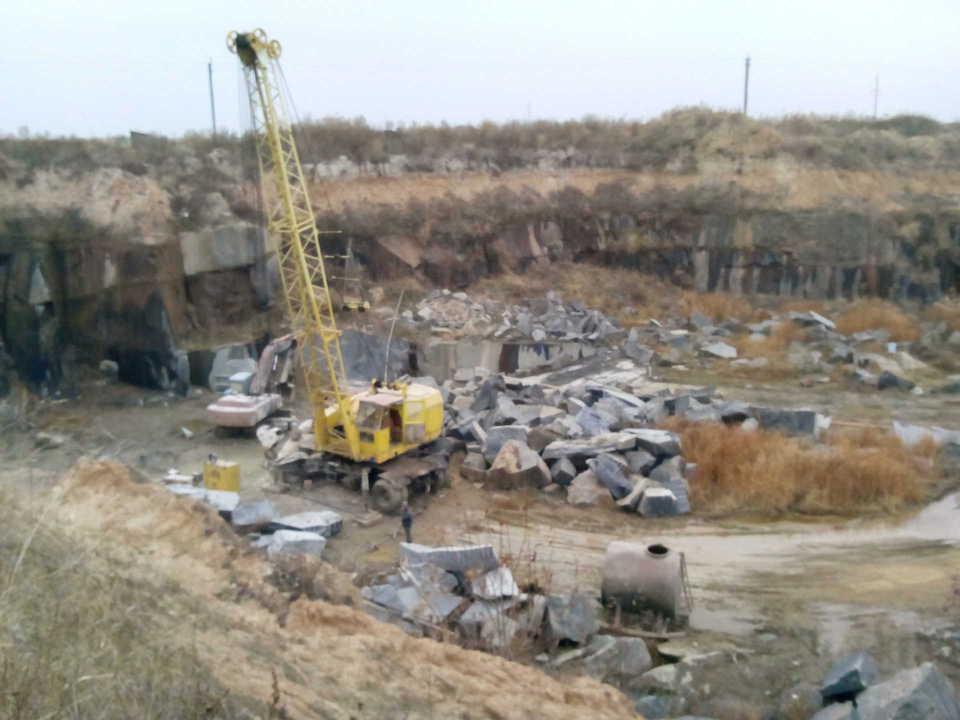 ЧП на Закарпатье: на нелегальных добытчиков камня обрушился карьер. Есть погибшие и тяжелораненые