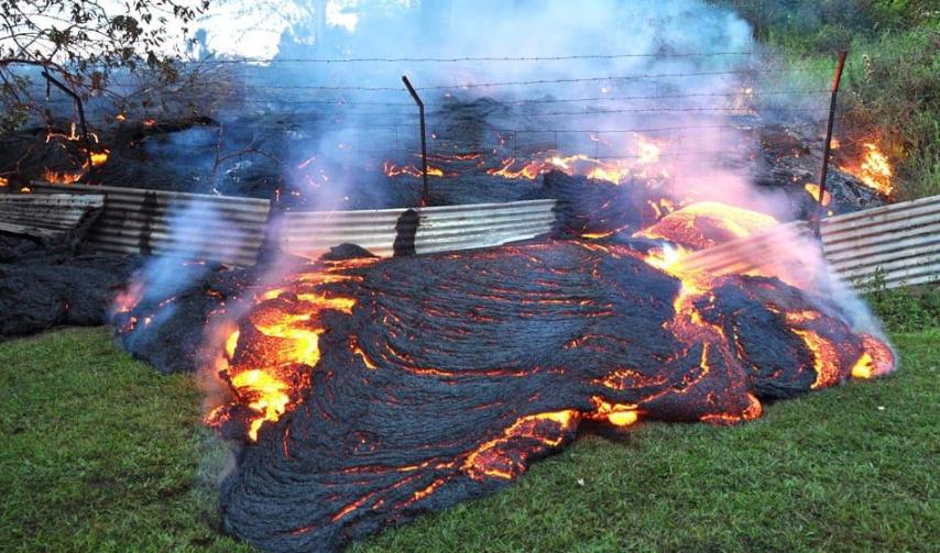 На Гватемале вулкан Фуэго засыпал пеплом города: кадры огненного ада – много погибших и раненых