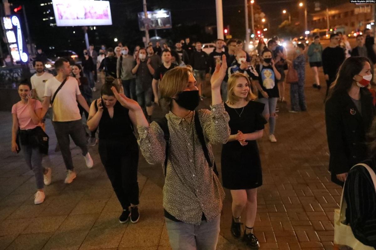Протесты в Минске: на улицы вышли сотни людей после ареста конкурента Лукашенко Бабарико
