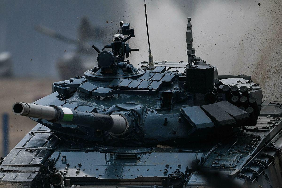 """Армия России стягивает танки """"Т-72"""" и роет новые окопы под Донецком и Мариуполем - идет подготовка к войне"""