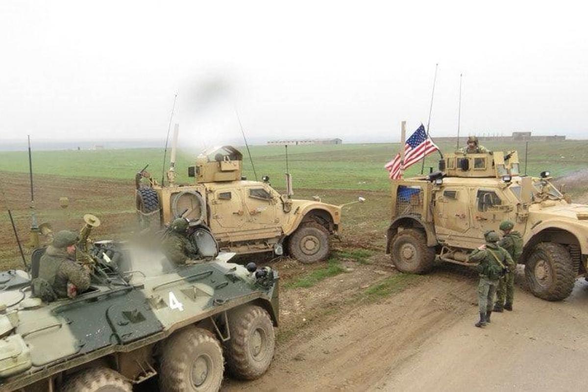 Элитные войска США заблокировали военный конвой РФ около российской базы в Сирии - Москва молчит