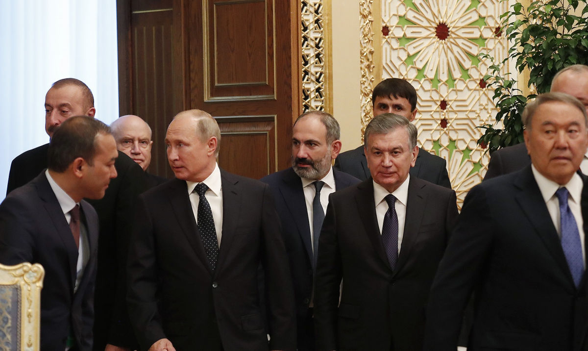 Пашинян и Алиев прибыли к Путину на встречу – в Москве протест