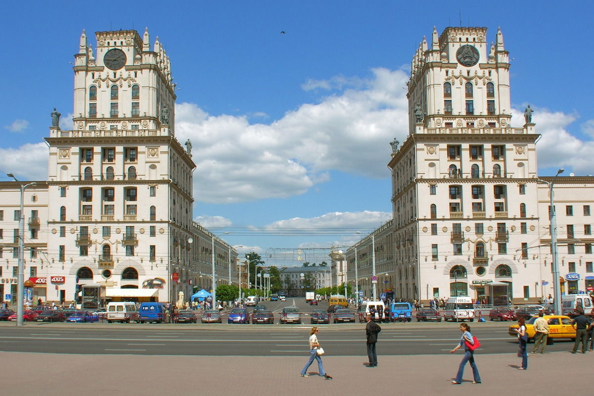 Надпись о Путине из песни харьковских ультрас появилась на улицах Минска