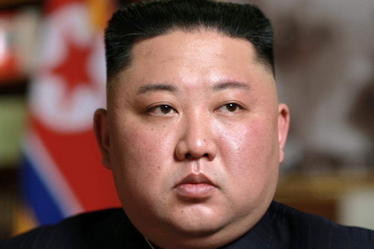 """The Daily Mail: жив ли Ким Чен Ын? """"Другие зубы и уши"""" лидера КНДР заставили Интернет усомниться в его """"воскрешении"""""""