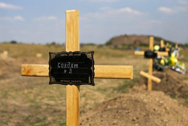 Под Донецком образовалось огромное кладбище погибших ДНРовцев