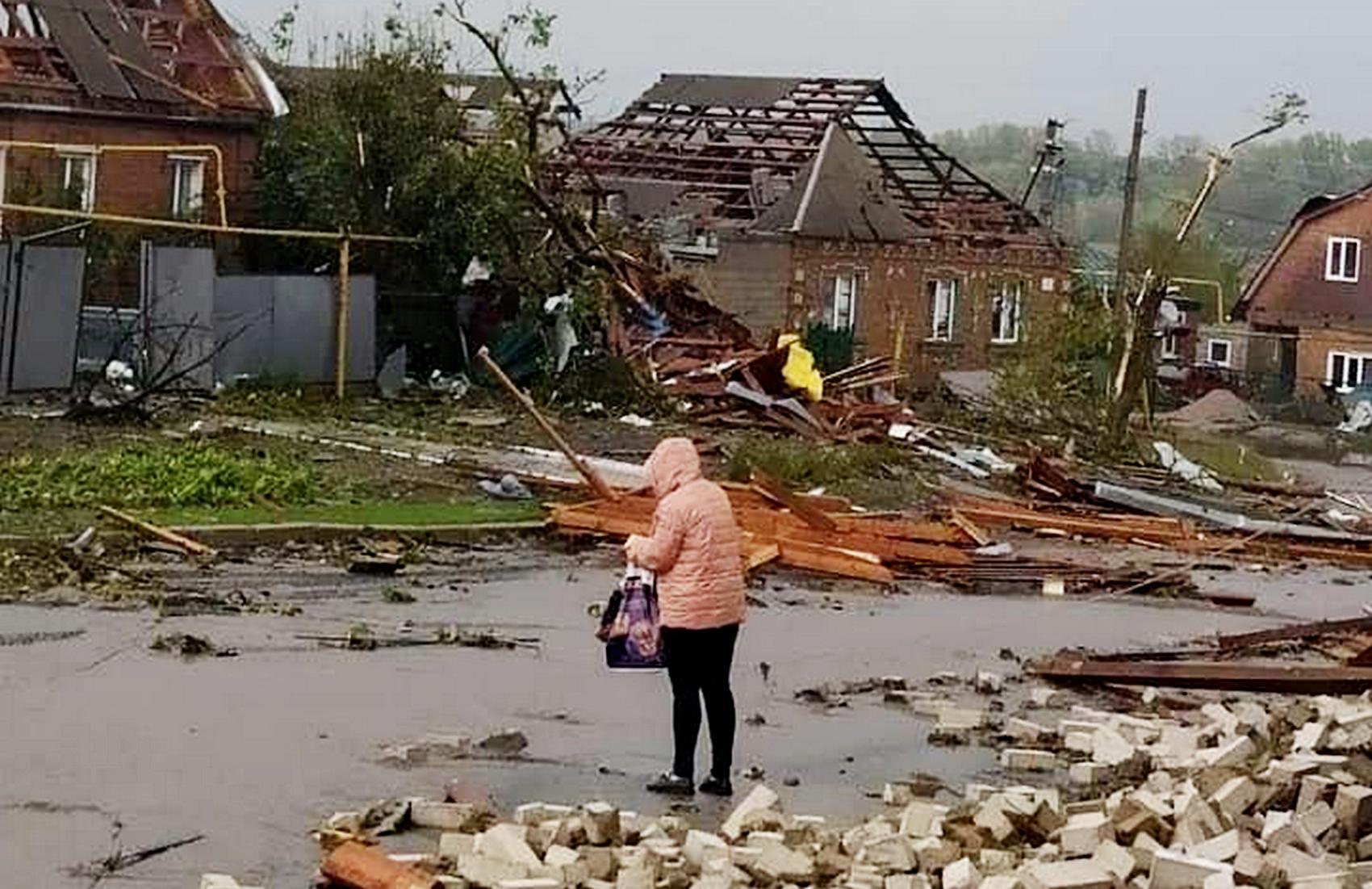 На Кропивницкий обрушился мощный ураган: сорваны крыши, рухнули стены, есть раненые