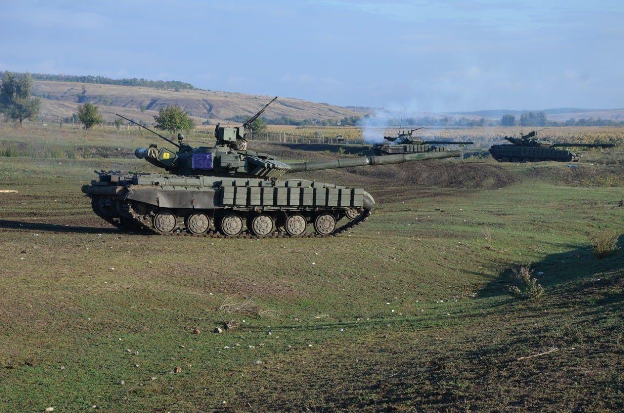 Танки ВСУ вышли на огневой рубеж и ликвидировали противника: на Донбассе проходят военные учения