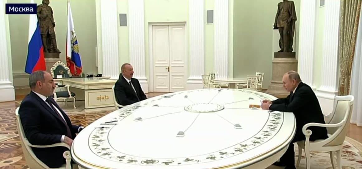 Видео встречи Пашиняна и Алиева в Кремле: СМИ узнали, пожали ли они руки после войны