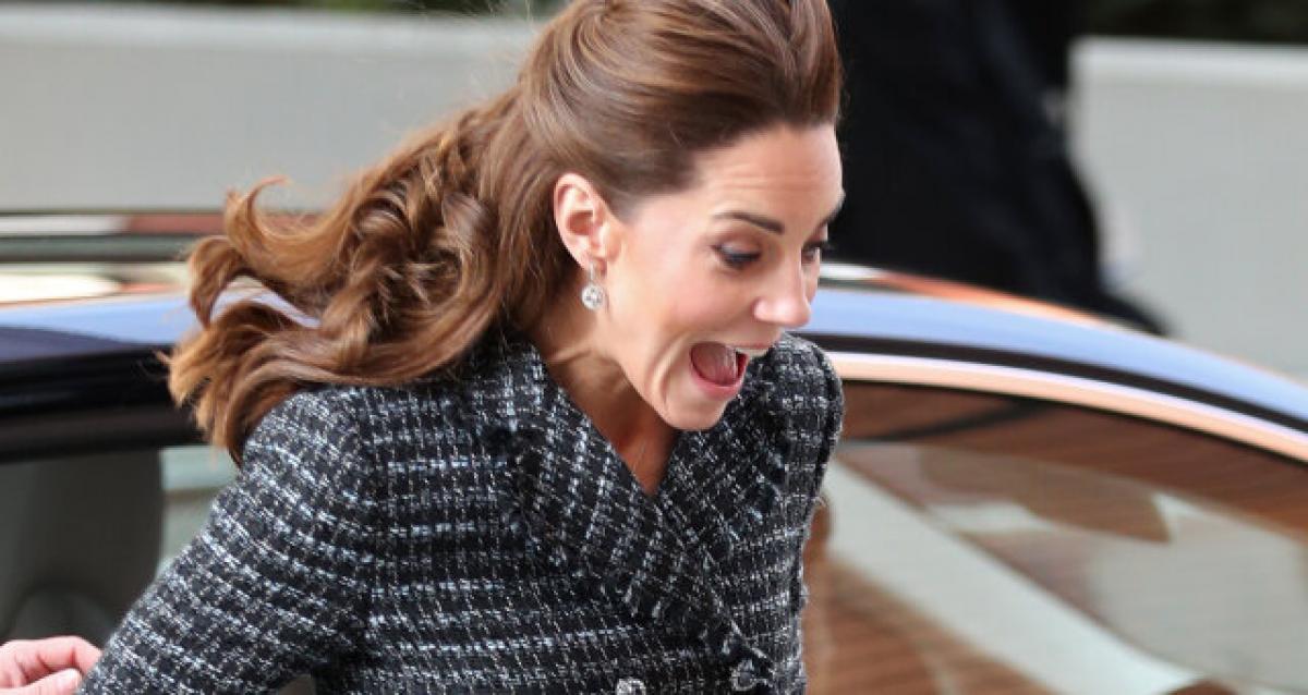 Кейт Миддлтон, королевская семья, ветер поднял юбку, визит в госпиталь