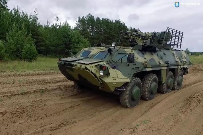 Оборонпром Украины на подъеме: Порошенко показал экспериментальную новинку - супернадежный корпус к БТР-4