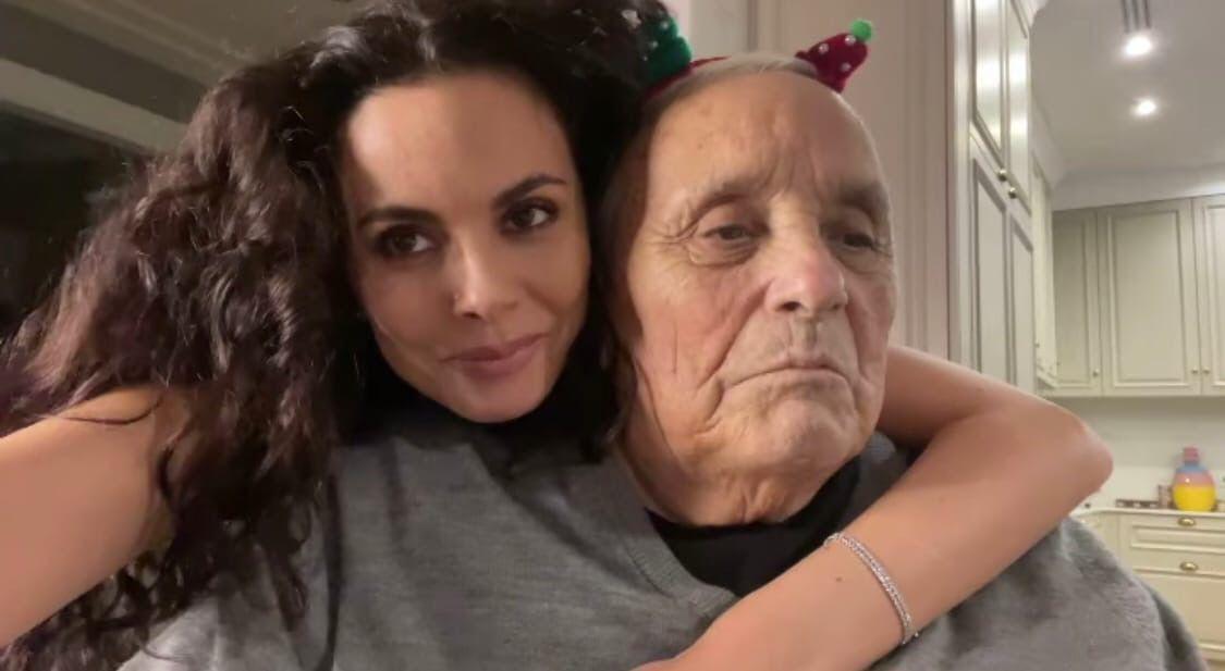 Настя Каменских потеряла своего папу 81-летнего Алексея Жмура