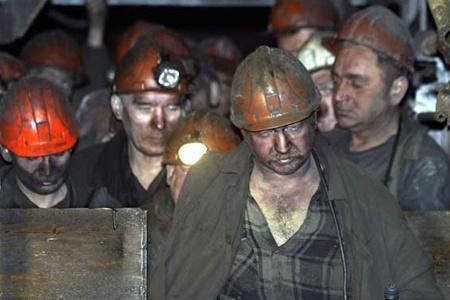 МЧС ДНР: Горняков начали выводить на поверхность из обесточенной шахты в Донецке