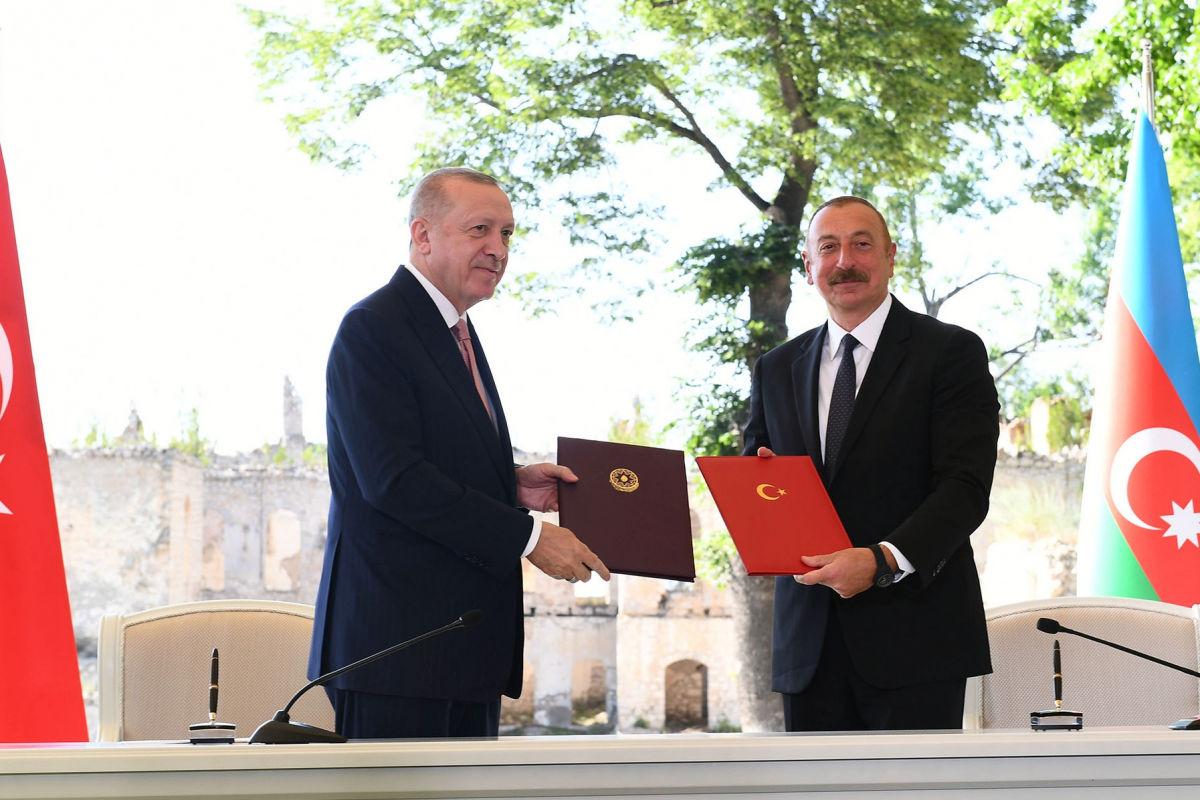 """""""Братство на века"""", - Эрдоган и Алиев в освобожденной Шуше подписали большую декларацию о союзе"""