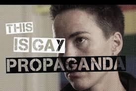 """""""Правый сектор"""" и """"Азов"""" разогнали зрителей с показа фильма в Черновцах о роли секс-меньшинств на Майдане: полиция еле остановила бойню, есть тяжелораненые (кадры)"""