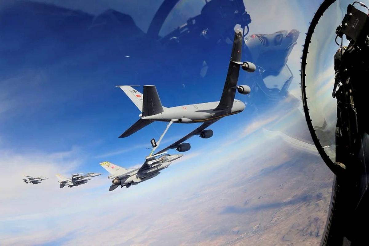 """Турция подняла 10 """"боевых соколов"""" F16 рядом с Ливией и готовится к """"контрольному удару"""" по союзнику Кремля"""