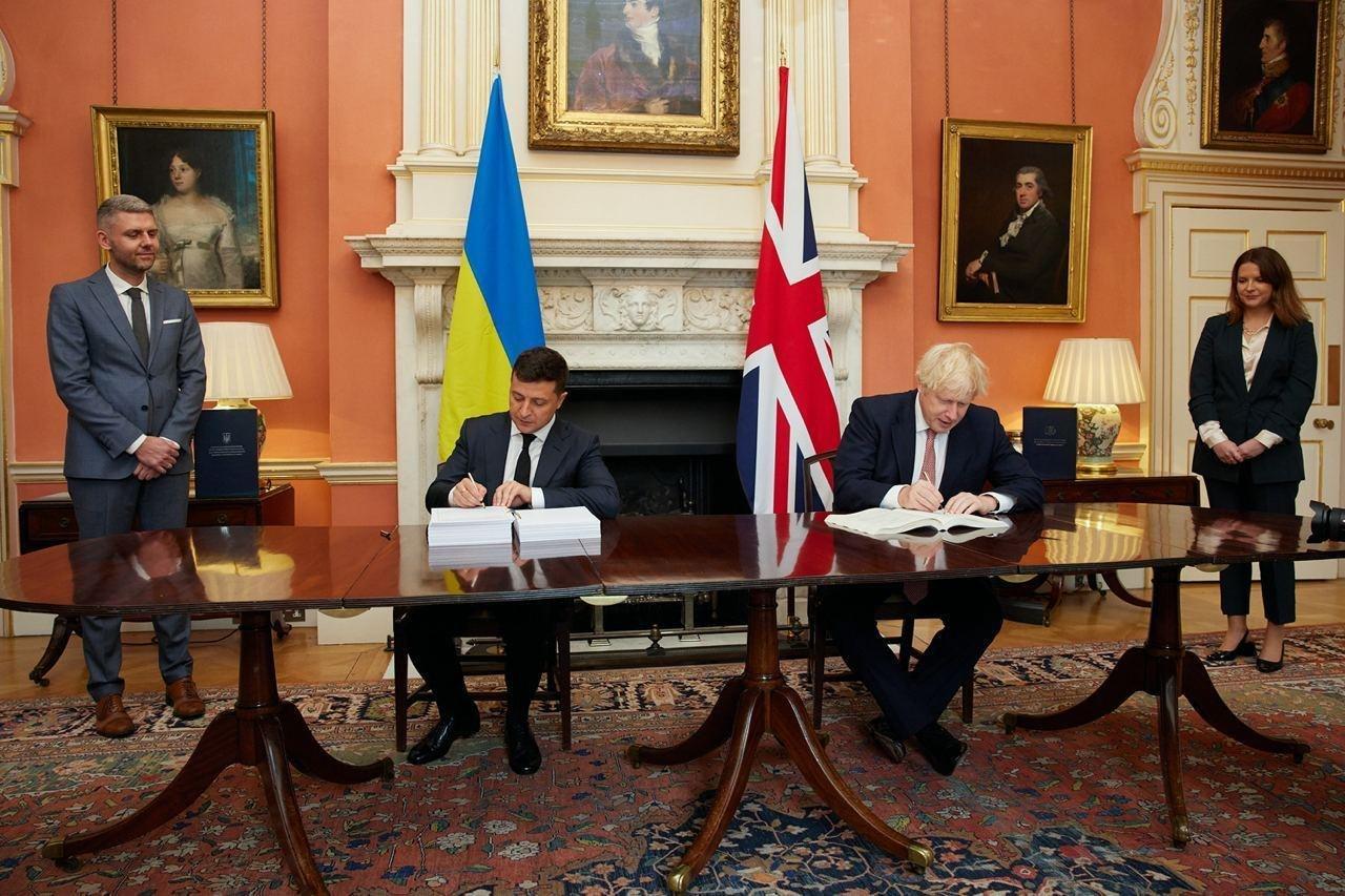 """Зеленский и Борис Джонсон """"перезагрузили"""" украинско-британские отношения: подписано важное соглашение"""
