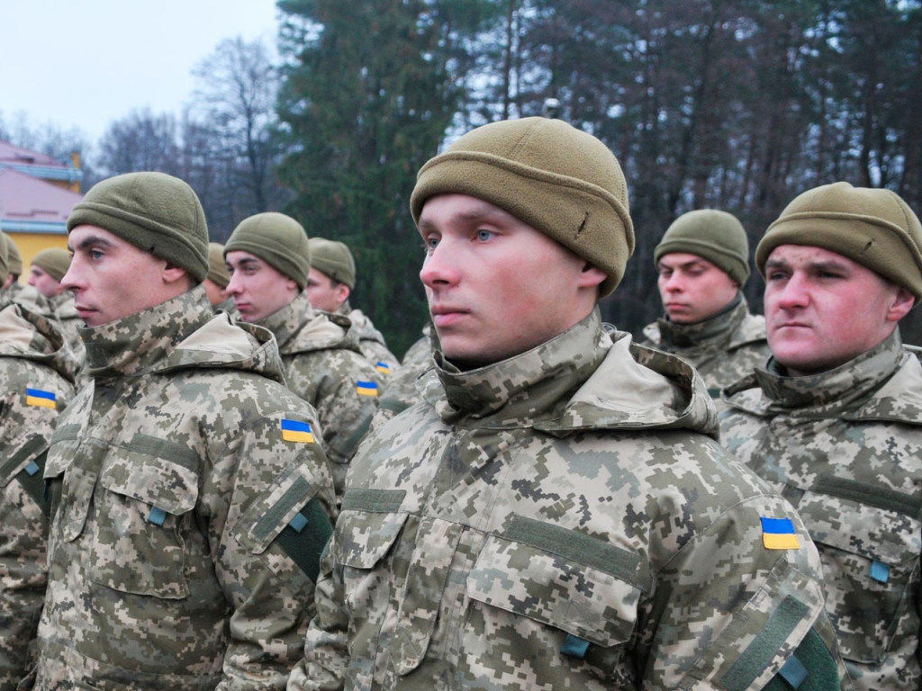 """Собирают 4 тысячи """"штыков"""": на границе с Крымом проходят учения украинских резервистов"""