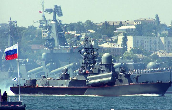 """""""Если корабль НАТО появится в Азовском море, Россия его уничтожит"""", - политолог Вакаров сообщил тревожные новости"""