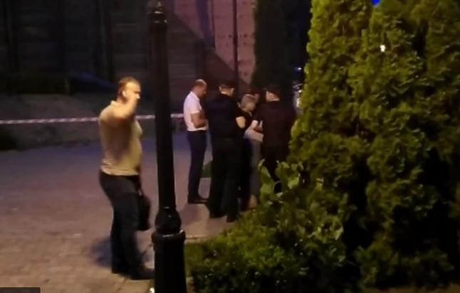 В центре Киева зарезали бойца АТО, воевавшего под Марьинкой: убийца напал на мужчину на глазах у сына, искромсав АТОшника ножом