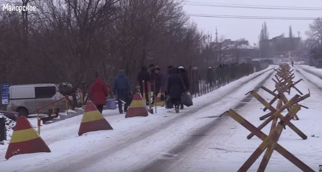 """""""Двое суток шли """"КамАЗы"""" с военными"""", - жители Донбасса рассказали, кто агрессор и виновник войны, – видео"""