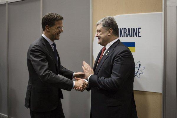 Президент Порошенко и премьер-министр Нидерландов Рютте обговорили следующие шаги для ратификации Договора об Ассоциации Украины с ЕС