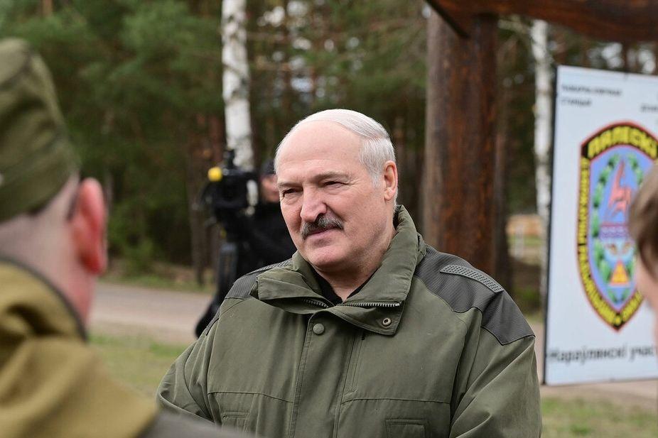 """Лукашенко готовит план на случай своей ликвидации: """"Военное положение мгновенно"""""""