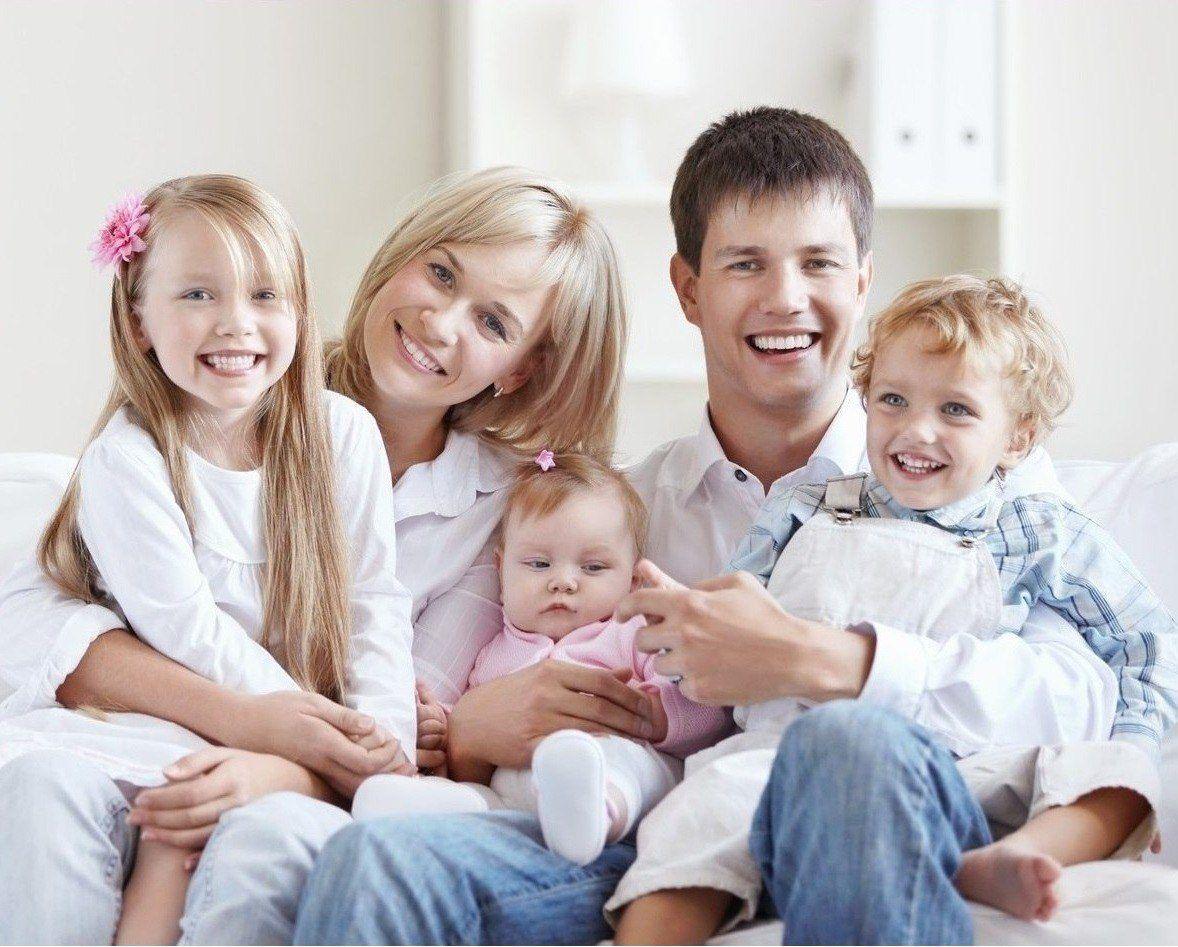 В Минсоцполитики ответили, какие украинские семьи считаются многодетными и какая помощь им положена