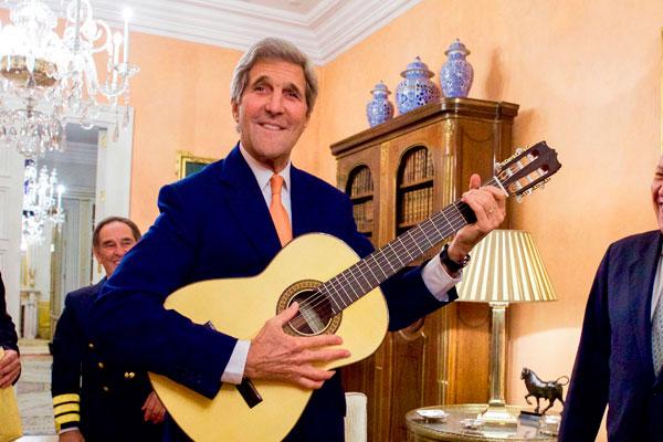 Тайная гитара Керри: в МИД РФ рассказали, почему Лавров не получил подарка от госсекретаря США