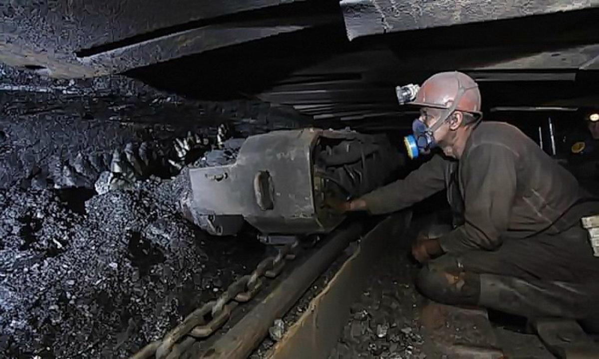 """""""ЛНР"""" """"зачищает"""" угольную отрасль: """"Персонал уволен, а долги гасить не торопятся"""", - источник"""